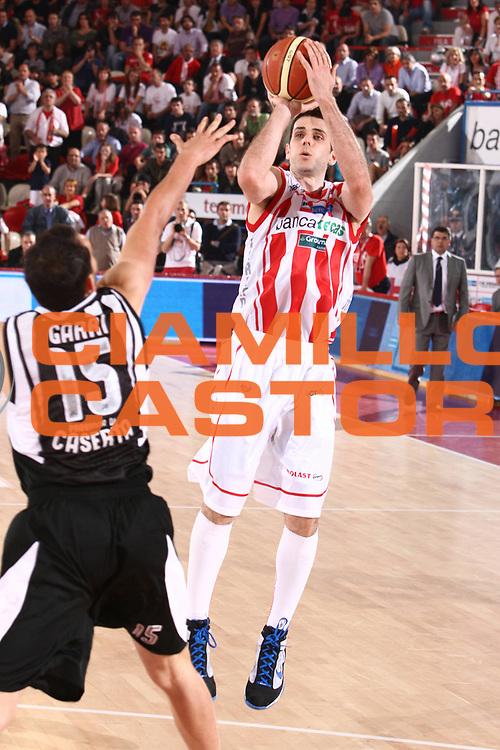DESCRIZIONE : Teramo Lega A 2010-11 Banca Tercas Teramo Pepsi Caserta<br /> GIOCATORE : Rodrigo De La Fuente<br /> SQUADRA : Banca Tercas Teramo<br /> EVENTO : Campionato Lega A 2010-2011<br /> GARA : Banca Tercas Teramo Pepsi Caserta<br /> DATA : 12/05/2011<br /> CATEGORIA : tiro<br /> SPORT : Pallacanestro<br /> AUTORE : Agenzia Ciamillo-Castoria/M.Carrelli<br /> Galleria : Lega Basket A 2010-2011<br /> Fotonotizia : Teramo Lega A 2010-11 Banca Tercas Teramo Pepsi Caserta<br /> Predefinita :