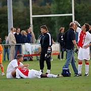 NLD/Hilversum/20060920 - Jubileumwedstrijd VV Altius - Lucky Ajax, vermoeide spelers in de rust