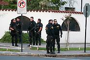 Chile - Oscar Landerretche sufre ataque explosivo.