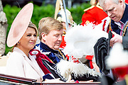 "Koning Willem Alexander wordt door Hare Majesteit Koningin Elizabeth II geïnstalleerd in de 'Most Noble Order of the Garter'. Tijdens een jaarlijkse ceremonie in St. Georgekapel, Windsor Castle, wordt hij geïnstalleerd als 'Supernumerary Knight of the Garter'.<br /> <br /> King Willem Alexander is installed by Her Majesty Queen Elizabeth II in the ""Most Noble Order of the Garter"". During an annual ceremony in St. George's Chapel, Windsor Castle, he is installed as ""Supernumerary Knight of the Garter"".<br /> <br /> Op de foto / On the photo:  Koning Willem Alexander en Koningin Maxima / King Willem Alexander and Queen Maxima"