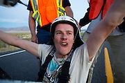 Thomas Elph na de 100e rit in de Vortex. In Battle Mountain (Nevada) wordt ieder jaar de World Human Powered Speed Challenge gehouden. Tijdens deze wedstrijd wordt geprobeerd zo hard mogelijk te fietsen op pure menskracht. Het huidige record staat sinds 2015 op naam van de Canadees Todd Reichert die 139,45 km/h reed. De deelnemers bestaan zowel uit teams van universiteiten als uit hobbyisten. Met de gestroomlijnde fietsen willen ze laten zien wat mogelijk is met menskracht. De speciale ligfietsen kunnen gezien worden als de Formule 1 van het fietsen. De kennis die wordt opgedaan wordt ook gebruikt om duurzaam vervoer verder te ontwikkelen.<br /> <br /> In Battle Mountain (Nevada) each year the World Human Powered Speed Challenge is held. During this race they try to ride on pure manpower as hard as possible. Since 2015 the Canadian Todd Reichert is record holder with a speed of 136,45 km/h. The participants consist of both teams from universities and from hobbyists. With the sleek bikes they want to show what is possible with human power. The special recumbent bicycles can be seen as the Formula 1 of the bicycle. The knowledge gained is also used to develop sustainable transport.