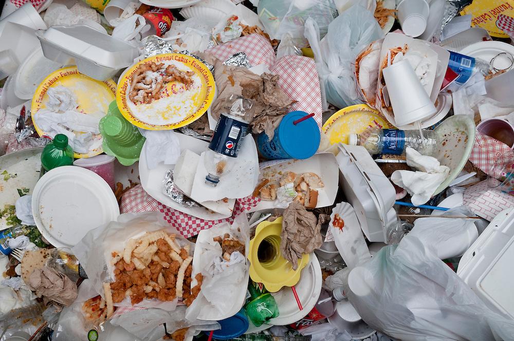 USA,Vereinigte Staaten,Nahaufnahme eines Müllbergs aus Essenszeiten,   |  USA, garbage food    |