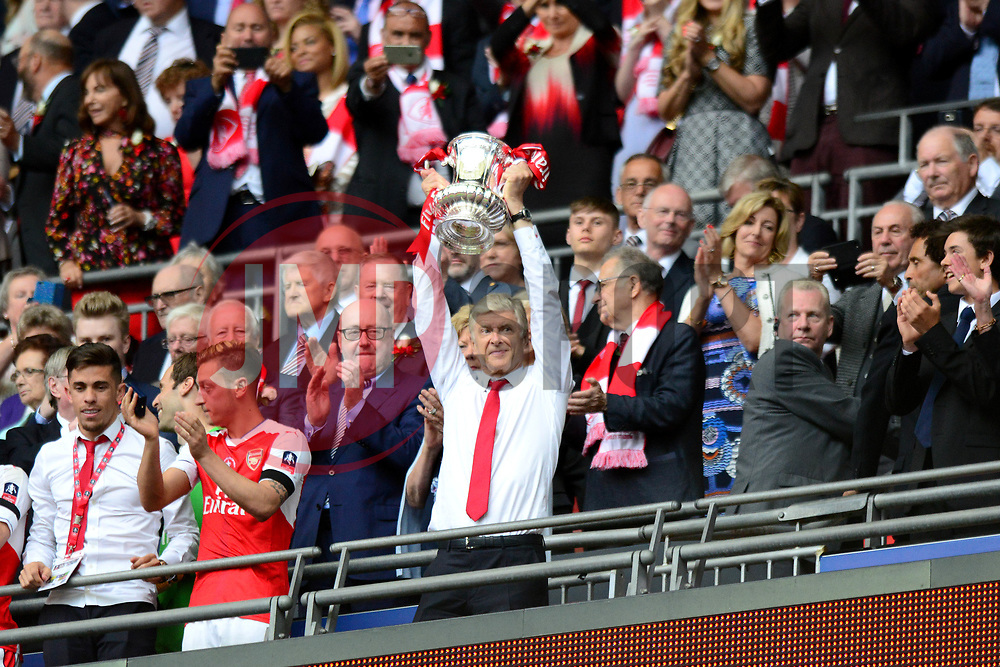 Arsenal manager Arsene Wenger celebrates winning the FA Cup - Mandatory by-line: Dougie Allward/JMP - 27/05/2017 - FOOTBALL - Wembley Stadium - London, England - Arsenal v Chelsea - Emirates FA Cup Final