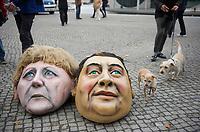 DEU, Deutschland, Germany, Berlin, 14.10.2013:<br />Mit einer Protestaktion vor dem Bundestag nahe der Parlamentarischen Gesellschaft  begleitet das B&uuml;ndnis Umfairteilen die Sondierungsgespr&auml;che zwischen SPD und CDU &uuml;ber eine m&ouml;gliche Koalitionsbildung. Hier im Bild Masken der Bundeskanzlerin Angela Merkel (CDU) und des SPD-Parteivorsitzenden Sigmar Gabriel, die zwei Demonstranten zuvor bei der Kundgebung trugen.
