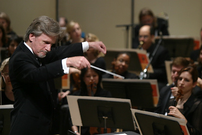 Alan Broadbent conducting The Brooklyn Philharmonic on May 12th 2006. .