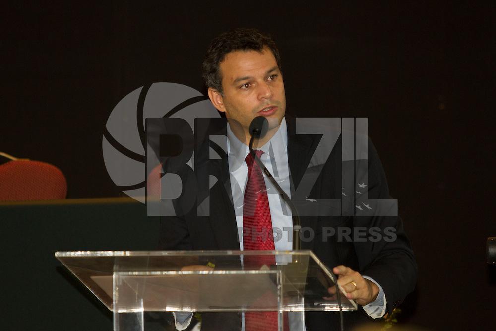CURITIBA, PR, 08.04.2014 -  BALANÇO DO BRASIL SEM MISÉRIA  - O secretário extraordinário para Superação da Extrema Pobreza do Ministério do Desenvolvimento Social e Combate à Fome (MDS), Tiago Falcão, apresenta o balanço regional do Plano Brasil Sem Miséria, durante a Oficina Regional de Inclusão Produtiva Urbana – Região Sul, na manha desta terça-feira (8), no Mabu Curitiba Convention, em Curitiba.  (Foto: Paulo Lisboa / Brazil Photo Press)