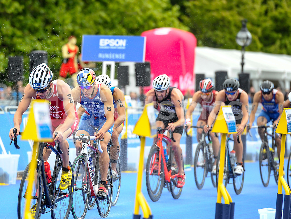 Cycle race during The ITU Vitality World Triathlon at Hyde Park, London, England on 31 May 2015. Photo by Salvio Calabrese.