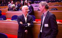 UTRECHT - KNHB voorzitter Jan Albers met Paul Rosenmoller (r)   tijdens  Hockeycongres bij de Rabobank in Utrecht. FOTO KOEN SUYK