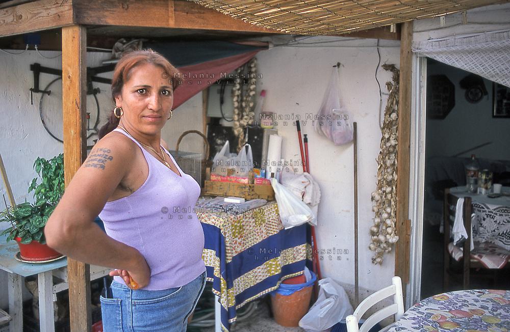 Ramiza is a Roma Muslim woman, she had to leave her home and her family in Kosovo because of the war, Palermo.<br /> Ramiza e' una donna Rom di religione musulmana, e' stata costretta a fuggire dal Kosovo a causa della guerra, lasciando i suoi affetti, Palermo.