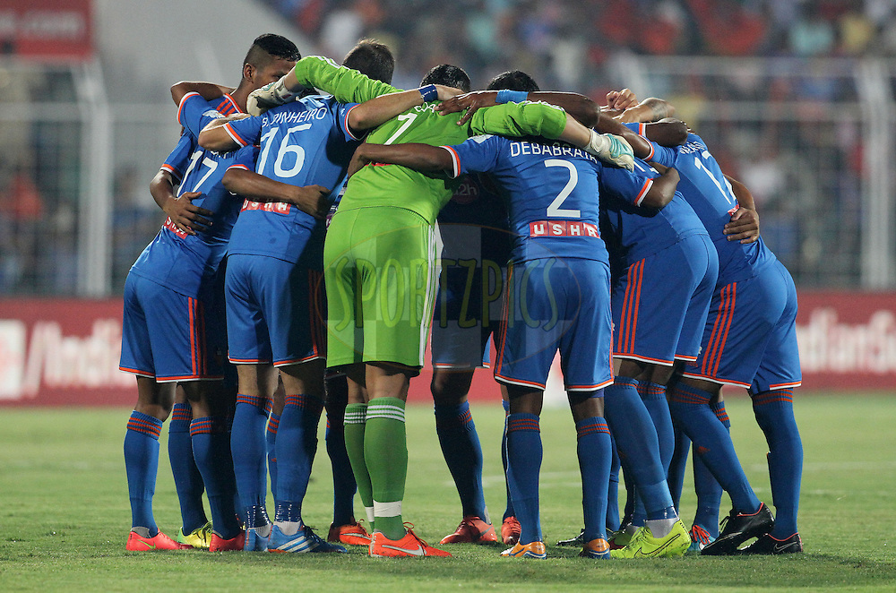 FC Goa players make a huddle during match 46 of the Hero Indian Super League between FC Goa and North East United FC held at the Jawaharlal Nehru Stadium, Fatorda, India on the 1st December 2014.<br /> <br /> Photo by:  Vipin Pawar/ ISL/ SPORTZPICS