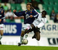 Fotball, 22. september 2003, Tippeligaen,  Sogndal-Viking, Ousman Nyan, Sogndal, mot Bjarte Aarsheim, Viking