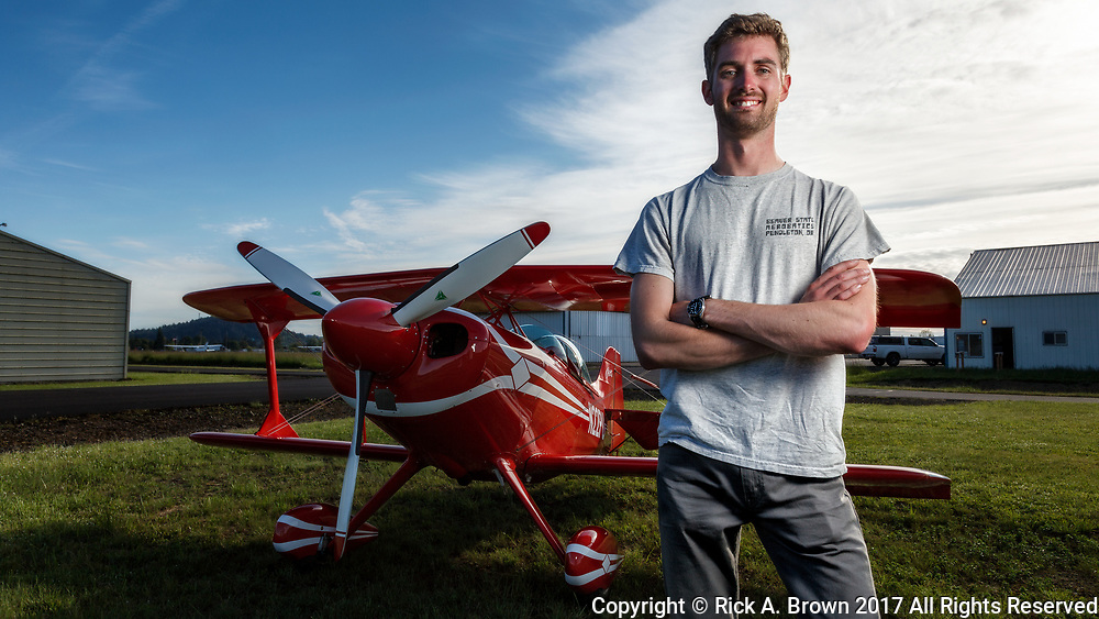 Test Pilot Sean VanHatten with Specialty Aero's newly completed Pitts.