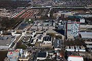 Nederland, Zuid-Holland, Delft, 20-03-2009; Campus TU Delft, met rechts van het midden de hoogbouw van de faculteit Elektrotechniek. Links met kegel op het dak, bibliotheek. De verschillende flatgebouwen zijn studentenflats. Het blauw met gele gebouw aan de horizon is de IKEA. Overview of the Campus of the Techical University (TU) of  Delft, the high-rise red-striped building is the faculty of Electrical Engineering..Swart collectie, luchtfoto (toeslag); Swart Collection, aerial photo (additional fee required).foto Siebe Swart / photo Siebe Swartn