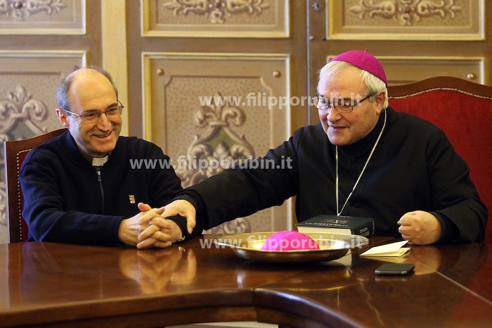 DON ANDREA TURAZZI CON IL VESCOVO DI FERRARA LUIGI NEGRI<br /> FERRARA 30-11-2013<br /> FOTO FILIPPO RUBIN