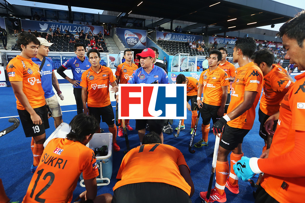 LONDON, ENGLAND - JUNE 16:  Stephen Van Huizen head coach of Malaysia gives instructions during the Pool A match between Argentina and Malaysia on day two of Hero Hockey at Lee Valley Hockey and Tennis Centre on June 16, 2017 in London, England.  (Photo by Alex Morton/Getty Images)