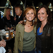 """NLD/Laren/20060412 - Opening restaurant """"Afslag Laren"""" , gezusters Ruiters, Laura en Leontine Borsato"""