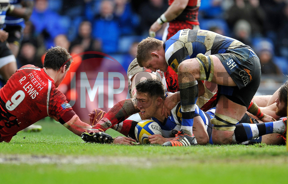 Sam Burgess of Bath Rugby scores a try - Photo mandatory by-line: Patrick Khachfe/JMP - Mobile: 07966 386802 29/03/2015 - SPORT - RUGBY UNION - Oxford - Kassam Stadium - London Welsh v Bath Rugby - Aviva Premiership