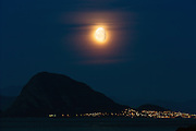 Moon over Sukkertoppen at Hessa, nearby Ålesund, Norway | Månen over Sukkertoppen på Hessa ved Ålesund, Norge.