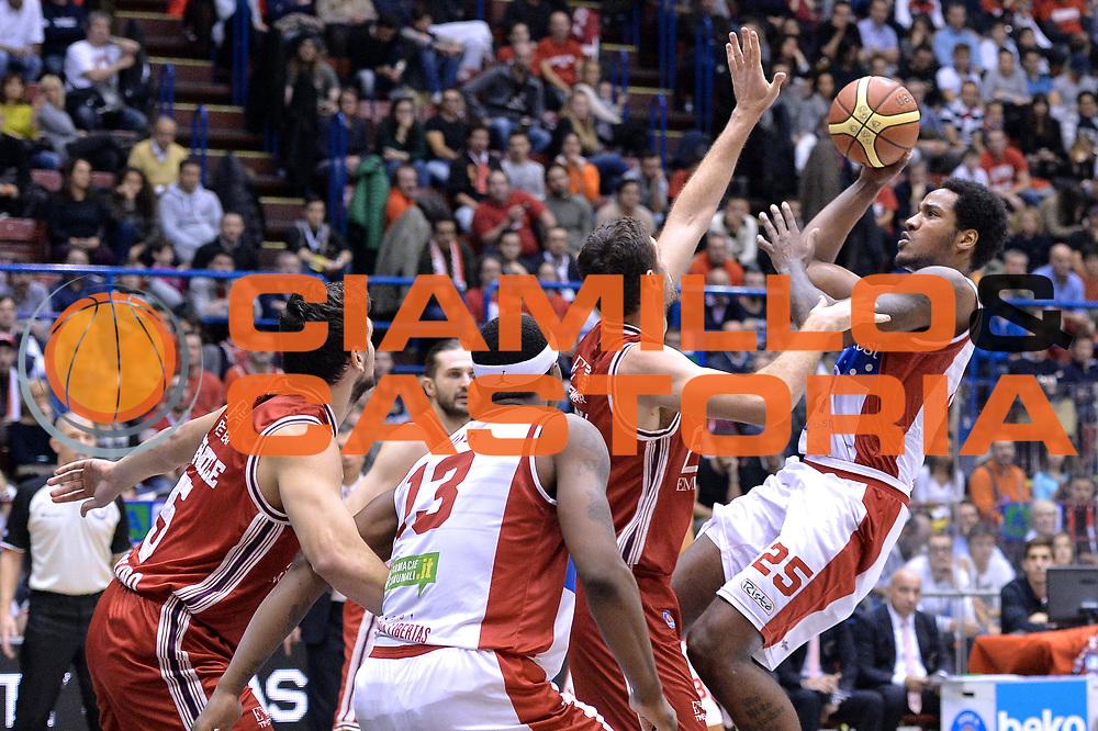DESCRIZIONE : Milano Lega A 2014-15  EA7 Emporio Armani Milano vs Consultinvest Pesaro<br /> GIOCATORE : Reddic Juvonte<br /> CATEGORIA :  Tiro<br /> SQUADRA : Consultinvest Pesaro<br /> EVENTO : Campionato Lega A 2014-2015<br /> GARA :EA7 Emporio Armani Milano vs Consultinvest Pesaro<br /> DATA : 30/11/2014<br /> SPORT : Pallacanestro <br /> AUTORE : Agenzia Ciamillo-Castoria/I.Mancini<br /> Galleria : Lega Basket A 2014-2015  <br /> Fotonotizia : Milano Lega A 2014-2015 Pallacanestro : EA7 Emporio Armani Milano vs Consultinvest Pesaro<br /> Predefinita :