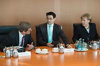 06 FEB 2013, BERLIN/GERMANY:<br /> Guido Westerwelle (L), FDP, Bundesaussenminister, Philipp Roesler (M), FDP, Bundeswirtschaftsminister, und Angela Merkel (R), CDU, Bundeskanzlerin, im Gespraech, vor Beginn der Kabinettsitzung, Bundeskanzleramt<br /> IMAGE: 20130206-01-019<br /> KEYWORDS: Sitzung, Kabinett, Philip Rösler, Gespräch