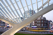 Europe, Belgium, Liege, roof structure of the railway station Liege-Guillemins, architect Santiago Calatrava<br /> <br /> Europa, Belgien, Luettich, Dachkonstruktion des Bahnhofs Luettich-Guillemins, Architekt Santiago Calatrava.