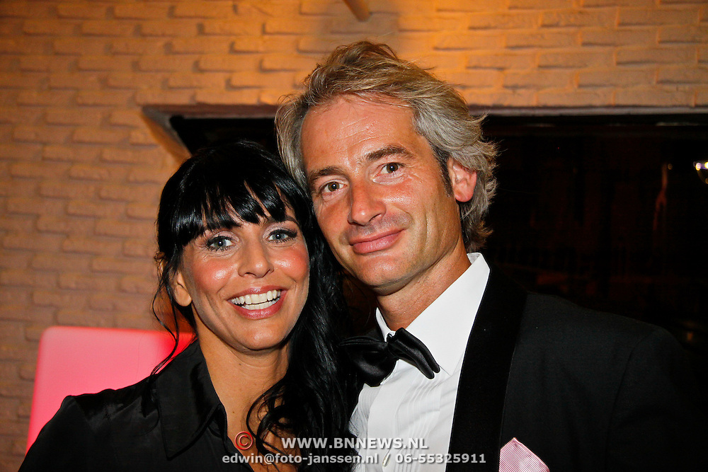 NLD/Tilburg/20101010 - Inloop musical Legally Blonde, Sandra Schuurhof en partner Simon