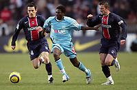Fotball<br /> Foto: imago/Digitalsport<br /> NORWAY ONLY<br /> <br /> 05.03.2006 <br /> Christophe Landrin (li.) und Stephane Pichot (beide Paris St. Germain) nehmen Mame N'Diaye (Marseille)