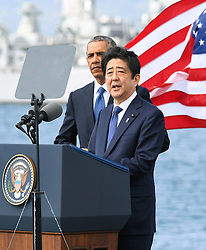 "US-Präsident Barack Obama und Japans Premier Shinzo Abe beim Gedenken an die Opfer des japanischen Angriffs auf Pearl Harbor vor 75 Jahren / 271216<br /> <br /> <br /> <br /> ***Japanese Prime Minister Shinzo Abe gives a speech, along with U.S. President Barack Obama, at Pearl Harbor in Hawaii on Dec. 27, 2016, offering his ""sincere and everlasting condolences"" for those who died in the Japanese attack there in 1941.***"
