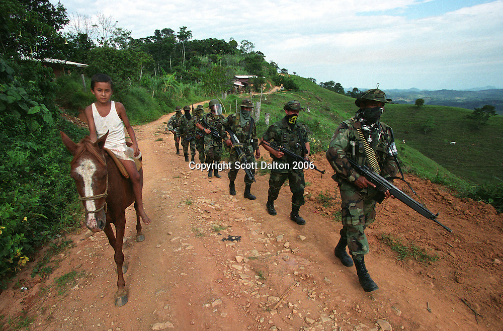 Paramilitary fighters patrol in the mountains of Antioquia. (Photo/Scott Dalton)
