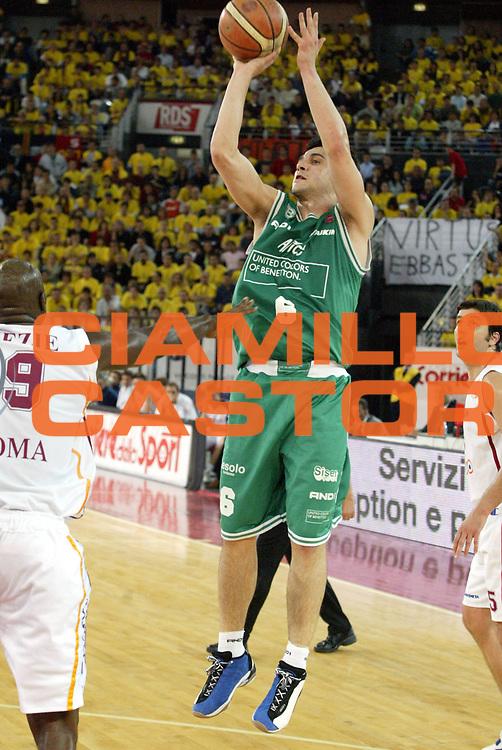 DESCRIZIONE : Roma Lega A1 2005-06 Play Off Semifinale Gara 2 Lottomatica Virtus Roma Benetton Treviso <br />GIOCATORE : Zisis<br />SQUADRA : Benetton Treviso<br />EVENTO : Campionato Lega A1 2005-2006 Play Off Semifinale Gara 2 <br />GARA : Lottomatica Virtus Roma Benetton Treviso <br />DATA : 03/06/2006 <br />CATEGORIA : Tiro<br />SPORT : Pallacanestro <br />AUTORE : Agenzia Ciamillo-Castoria/E.Pozzo