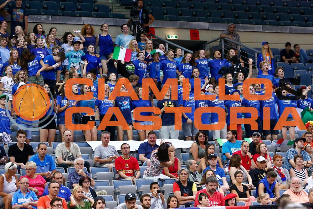 tifosi<br /> Italia - Belgio<br /> Nazionale Femminile Senior - EUROBASKET 2017 - Quarti di Finale<br /> O2 Arena, Praga, 22/06/2017<br /> Foto Ciamillo-Castoria / M.Brondi
