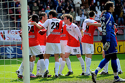 16-05-2010 VOETBAL: FC UTRECHT - RODA JC: UTRECHT<br /> FC Utrecht verslaat Roda in de finale van de Play-offs met 4-1 en gaat Europa in / Jacob Mulenga scoort de 3-1, JanWuytens, Barry Maguire, Alje Schut<br /> ©2010-WWW.FOTOHOOGENDOORN.NL