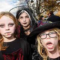 REPRO FREE<br /> Sarah Young, Kinsale; Clara Bazorek, Belgium and Lauren Young from kinsale pictured at this years Kinsale Halloween parade.<br /> Picture. John Allen