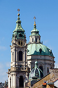 Die St. Nikolaus Kirche auf der Prager Kleinseite (Mala Strana).
