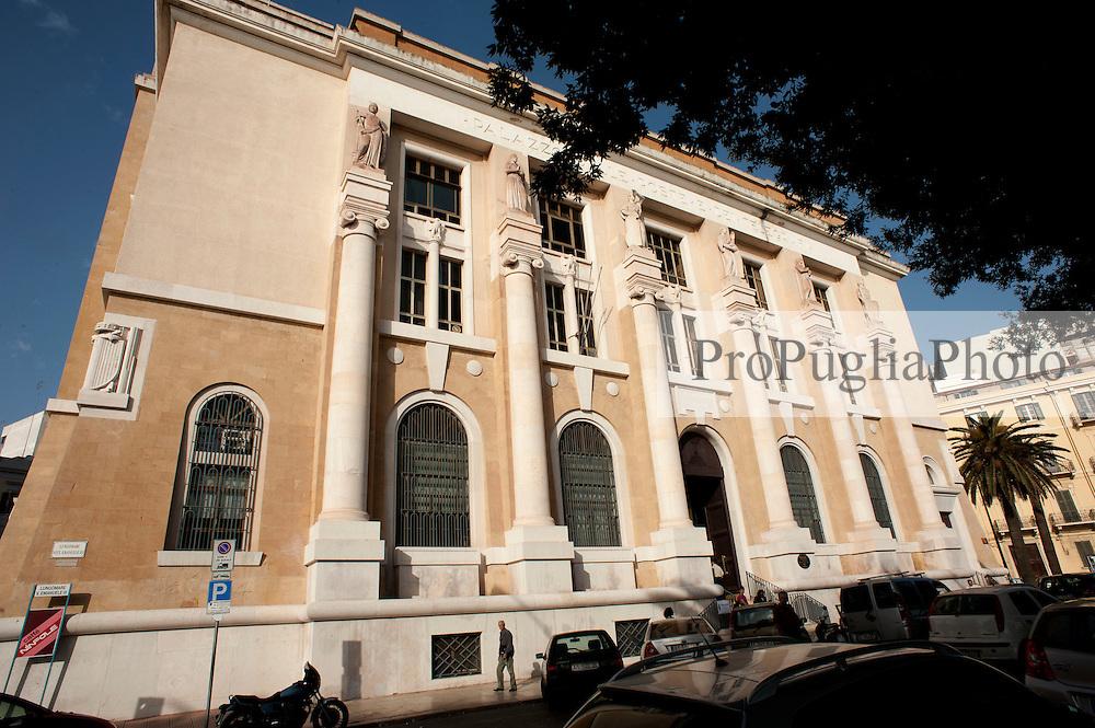 Taranto, maggio 2013.Lungomare Vittorio Emanuele III - Sede storica Poste Italiane