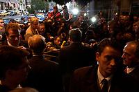 20 NOV 2003, NEW YORK/USA:<br /> Gerhard Schroeder, SPD, Bundeskanzler, gibt ein kurzes Pressestatement vor dem Hotel Waldorf-Astoria<br /> IMAGE: 20031120-02-024<br /> KEYWORDS: Gerhard Schröder, U.S.A., Reise, Journalist, Journalisten, Kamera, camera, Mikrovon, microphone