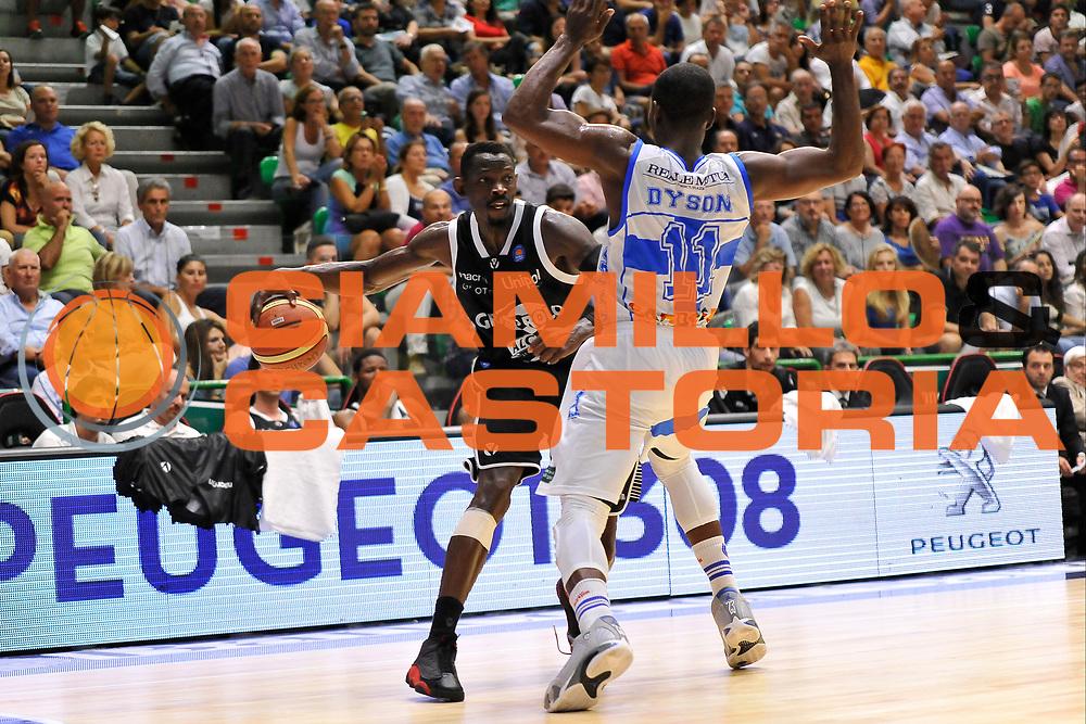 DESCRIZIONE : Campionato 2014/15 Dinamo Banco di Sardegna Sassari - Virtus Granarolo Bologna<br /> GIOCATORE : Jeremy Hazell<br /> CATEGORIA : Palleggio Difesa<br /> SQUADRA : Virtus Granarolo Bologna<br /> EVENTO : LegaBasket Serie A Beko 2014/2015<br /> GARA : Dinamo Banco di Sardegna Sassari - Virtus Granarolo Bologna<br /> DATA : 12/10/2014<br /> SPORT : Pallacanestro <br /> AUTORE : Agenzia Ciamillo-Castoria / Claudio Atzori<br /> Galleria : LegaBasket Serie A Beko 2014/2015<br /> Fotonotizia : Campionato 2014/15 Dinamo Banco di Sardegna Sassari - Virtus Granarolo Bologna<br /> Predefinita :