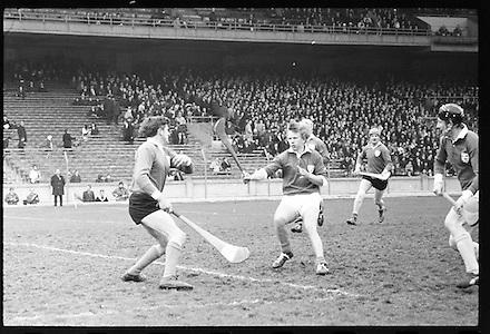 17.03.1971.Interprovincial Hurling Railway Cup. Munster v Leinster - Final.