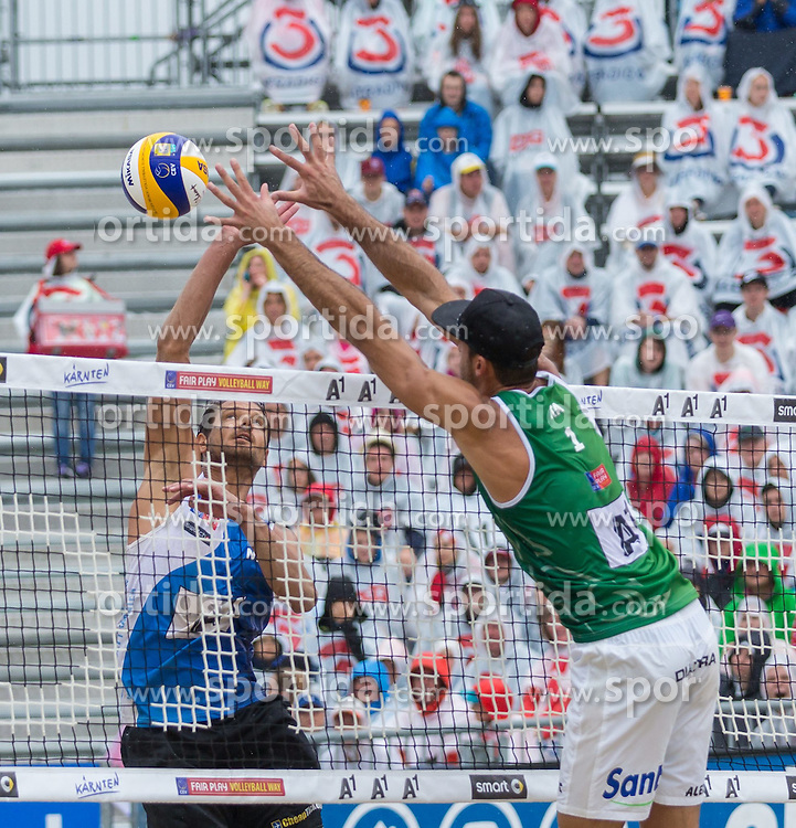 02.08.2015, Strandbad, Klagenfurt, AUT, A1 Beachvolleyball EM 2015, Halbfinale Herren, im Bild links hinten Reinder Nummerdor 1 NED, rechts Alex Ranghieri 1 ITA // during Semifinal Final Men, of the A1 Beachvolleyball European Championship at the Strandbad Klagenfurt, Austria on 2015/08/02. EXPA Pictures © 2015, EXPA Pictures © 2015, PhotoCredit: EXPA/ Mag. Gert Steinthaler