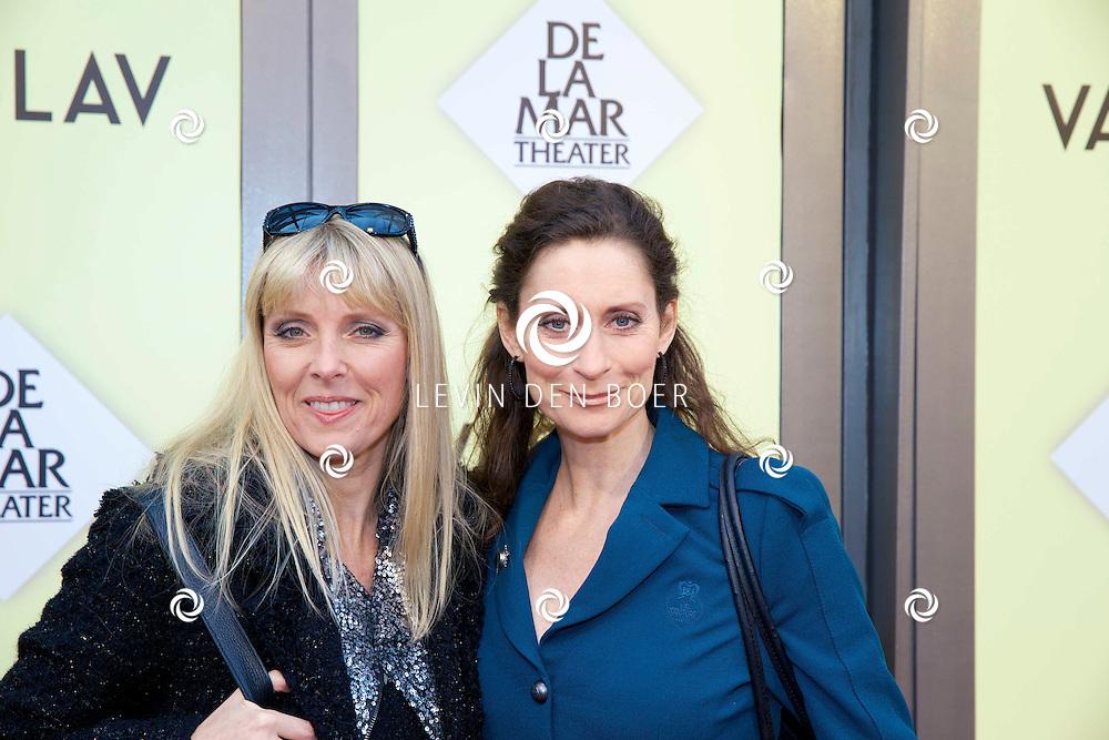 AMSTERDAM - Het toneelstuk Vaslav is in premiere gegaan in theater DeLaMar.  Joke de Kruijf (l) en Pia Douwes (r). FOTO LEVIN DEN BOER - PERSFOTO.NU