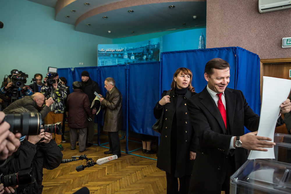 KIEV, UKRAINE - OCTOBER 26: Oleh Lyashko (R), head of Ukraine's Radical Party, and his wife Rosita Sayranen (2nd R) cast their ballots at a polling station on October 26, 2014 in Kiev, Ukraine. The country's parliamentary elections are seen as key to President Petro Poroshenko's ability to advance his agenda. (Photo by Brendan Hoffman/Getty Images) *** Local Caption *** Oleh Lyashko;Rosita Sayranen