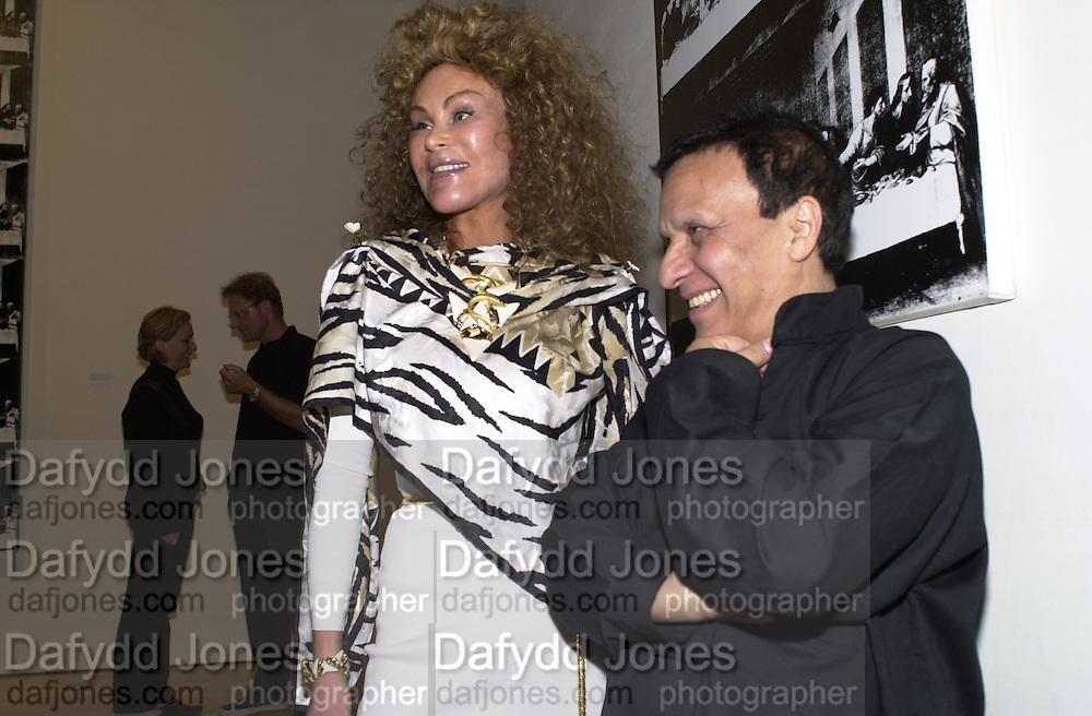 Jocelyne Wildenstein and Azzadine Alaia. Azzadine Alaia installation. 575 Broadway. NY. 22 September 2000. © Copyright Photograph by Dafydd Jones 66 Stockwell Park Rd. London SW9 0DA Tel 020 7733 0108 www.dafjones.com