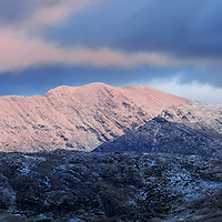 Winter landscape with dramatic weather conditions - Macgillycuddy's Reeks, County Kerry, Ireland / ba063