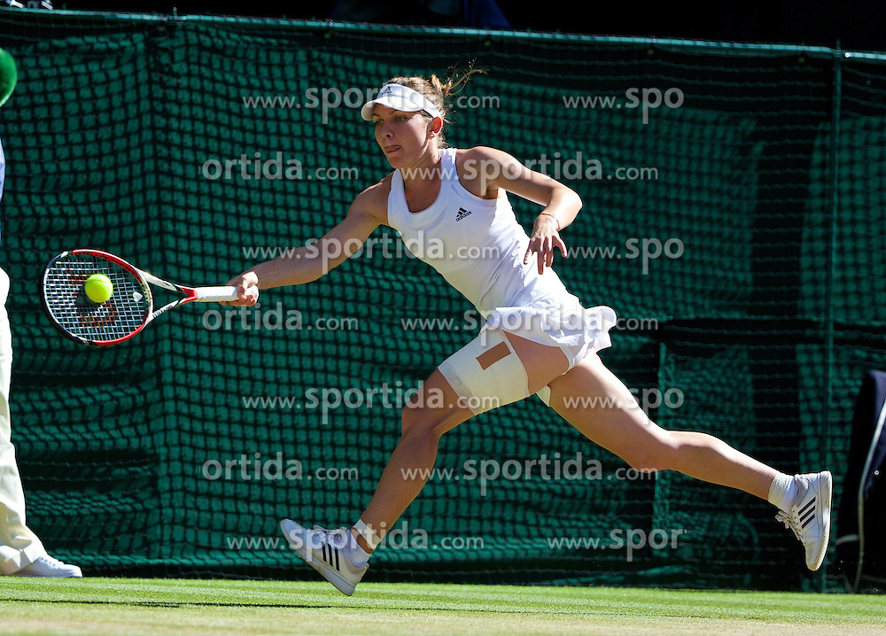 03.07.2014, All England Lawn Tennis Club, London, ENG, WTA Tour, Wimbledon, Tag 10, im Bild Simona Halep (ROU) during the Ladies' Singles Semi-Final match on day ten // during day 10 of the Wimbledon Championships at the All England Lawn Tennis Club in London, Great Britain on 2014/07/03. EXPA Pictures &copy; 2014, PhotoCredit: EXPA/ Propagandaphoto/ David Rawcliffe<br /> <br /> *****ATTENTION - OUT of ENG, GBR*****