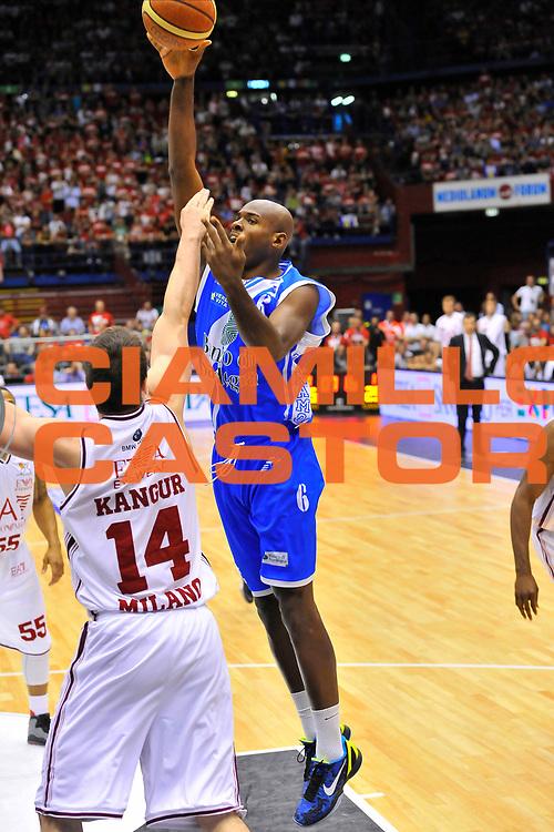 DESCRIZIONE : Campionato 2013/14 Semifinale GARA 2 Olimpia EA7 Emporio Armani Milano - Dinamo Banco di Sardegna Sassari<br /> GIOCATORE : Caleb Green<br /> CATEGORIA : Tiro Penetrazione<br /> SQUADRA : Dinamo Banco di Sardegna Sassari<br /> EVENTO : LegaBasket Serie A Beko Playoff 2013/2014<br /> GARA : Olimpia EA7 Emporio Armani Milano - Dinamo Banco di Sardegna Sassari<br /> DATA : 01/06/2014<br /> SPORT : Pallacanestro <br /> AUTORE : Agenzia Ciamillo-Castoria / Luigi Canu<br /> Galleria : LegaBasket Serie A Beko Playoff 2013/2014<br /> Fotonotizia : DESCRIZIONE : Campionato 2013/14 Semifinale GARA 2 Olimpia EA7 Emporio Armani Milano - Dinamo Banco di Sardegna Sassari<br /> Predefinita :