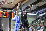 DESCRIZIONE : Campionato 2013/14 Dinamo Banco di Sardegna Sassari - Pasta Reggia Caserta<br /> GIOCATORE : Tony Easley<br /> CATEGORIA : Schiacciata Fallo<br /> SQUADRA : Pasta Reggia Juve Caserta<br /> EVENTO : LegaBasket Serie A Beko 2013/2014<br /> GARA : Dinamo Banco di Sardegna Sassari - Pasta Reggia Caserta<br /> DATA : 27/04/2014<br /> SPORT : Pallacanestro <br /> AUTORE : Agenzia Ciamillo-Castoria / Luigi Canu<br /> Galleria : LegaBasket Serie A Beko 2013/2014<br /> Fotonotizia : Campionato 2013/14 Dinamo Banco di Sardegna Sassari - Pasta Reggia Caserta<br /> Predefinita :