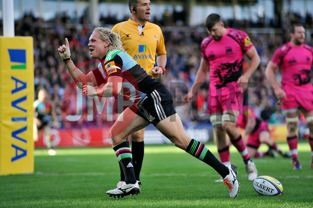 Matt Hopper of Harlequins celebrates scoring Harlequins' bonus point try - Photo mandatory by-line: Patrick Khachfe/JMP - Mobile: 07966 386802 04/10/2014 - SPORT - RUGBY UNION - London - The Twickenham Stoop - Harlequins v London Welsh - Aviva Premiership
