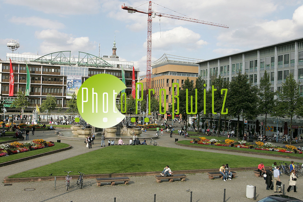 Mannheim. Innenstadt. Paradeplatz mit Kaufhof. Hauptpostgeb&auml;ude und Dresdner Bank<br /> Bild: Markus Pro&szlig;witz <br /> Bilder auch online abrufbar - Neue-/ und Archivbilder. www.masterpress.org
