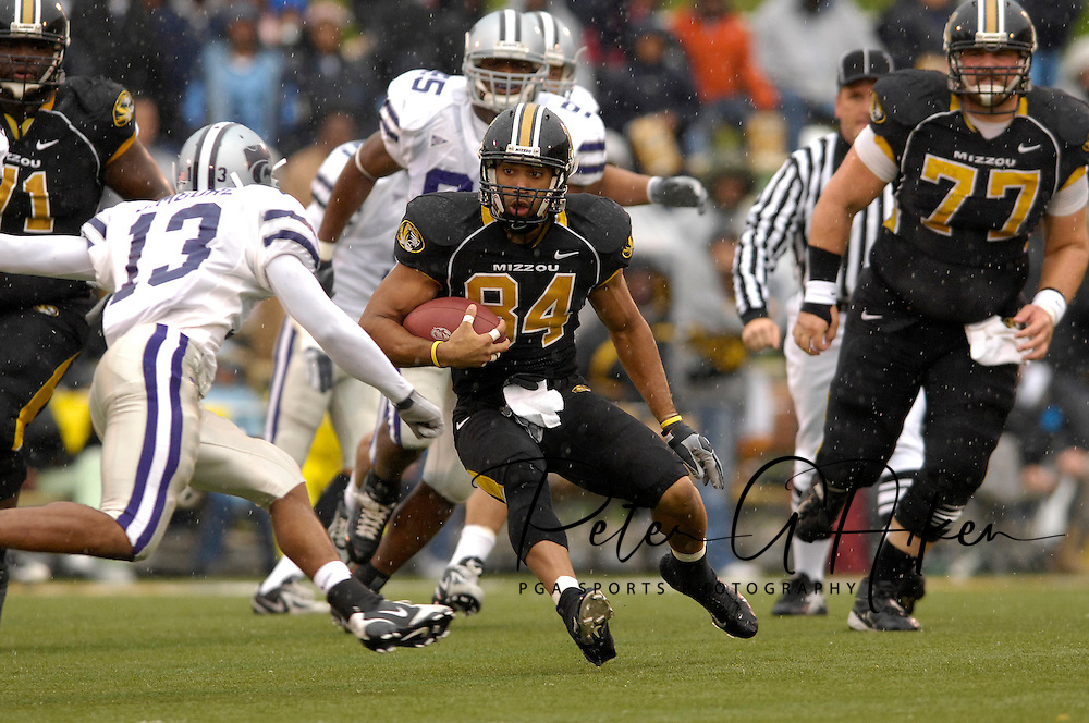 University of Missouri wide receiver Tommy Saunders (84) rushes up field against pressure from Kansas State defensive back Joshua Moore (13) at Faurot Field in Columbia, Missouri, October 21, 2006.  Missouri defeated K-State 41-21.<br />