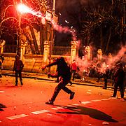Manifestation d'opposition à Kiev - Ukraine ayant rassemblé près de 500000 personnes le dimanche 1er décembre 2013. Des manifestants se sont opposés aux forces de l'ordre aux abords du palais présidentiel.